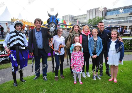 Leopardstown ZEBGREY & Oisin Orr with winning connections & singer Nathan Carter (2nd from right) in the winners enclosure after the Nathan carter Apprentice Handicap