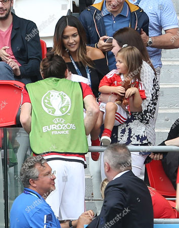 Gareth Bale's partner Emma Rhys-Jones, sister and children say hello before The Game.