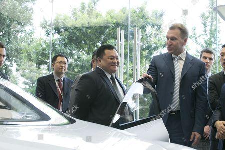 Igor Shuvalov views LeEco's concept electric car