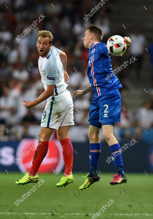 Harry Kane of England battles for the high ball with, Birkir Mar Saevarsson of Iceland