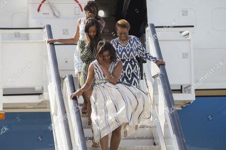 Michelle Obama, Malia Obama, Sasha Obama and Marian Robinson