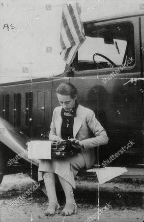 Miss Frances Davis Journalist Reporting On The Spanish Civil War. Box 657 216121516 A.jpg.