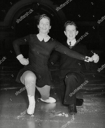 British Champion Ice Skaters Valda Osborn And Michael Booker At The Haymarket Ice Rink Edinburgh. Box 658 221121531 A.jpg.