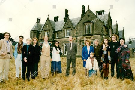 Tv Programme: (the) Riff Raff Element. L-r: Richard Hope Greg Wise Stewart Pile Celia Imrie Nicholas Farrell Pippa Guard Ronald Pickup Susan Brown Ashley Wright (young Boy) Trevoe Peacock Jane Ashbourne Unknown And Mossie Smith. Box 659 1122121518 A.jpg.