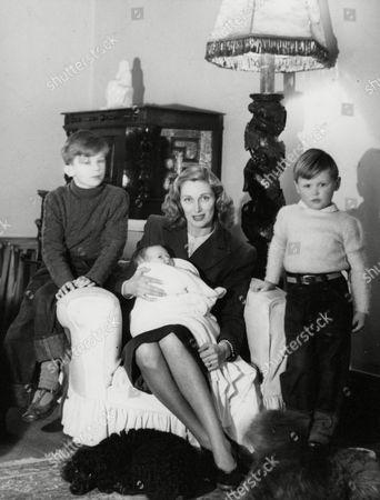 Margaret Vyner Australian-born Actress Wife Of British Actor Hugh Williams With Their Children Hugh Jnr Simon And Polly. Box 659 422121531 A.jpg.