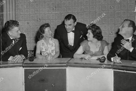 Tv Panel Game: 'one Of The Family'. L-r: Frank Owen Molly Weir (actress) Franklin Engelmann (chairman) Barbara Lyon (actress) And Richard Murdoch (actor). Box 660 21301168 A.jpg.