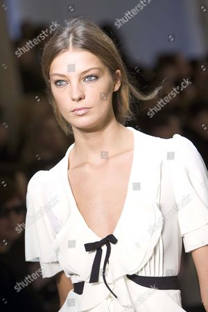 Daria Werbowy at PHI fashion show