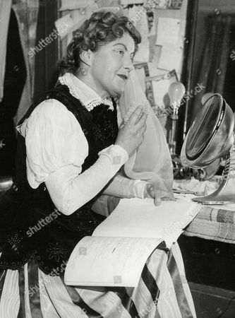 Gwyneth Lascelles Actress And Understudy For Gladys Cooper In Play 'the Cheated Heart' At The Lyceum Theatre Edinburgh. Box 663 927011640 A.jpg.