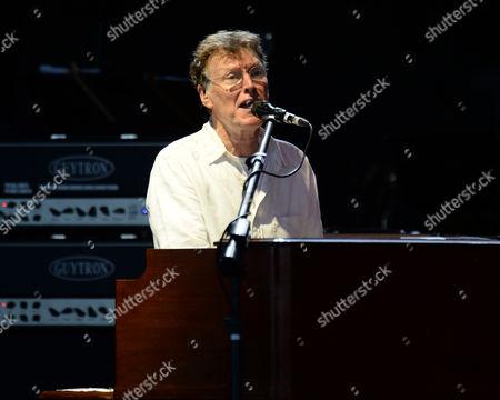 Steve Winwood performing