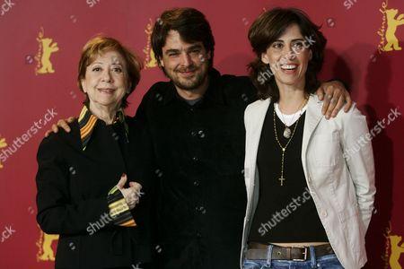 Stock Image of 'The House of Sand' film photocall - Andrucha Waddington, Fernanda Montenegro and Fernanda Torres