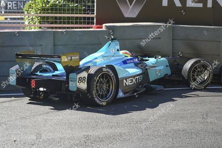 Oliver Turvey of Great Britain and Nextev TCR hits the wall during Round 9 of Formula E, Battersea Park, London