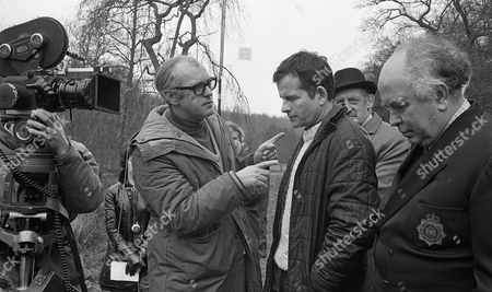 Behind the scenes with Ian Holm, Liam Redmond and director Gareth Davies (Season 1, Episode 8 - The Treat)