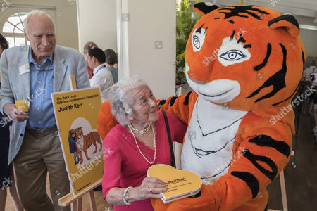 Judith Kerr pictured with the tiger from the book and friend Jon Snow in the background