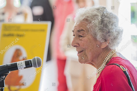 Judith Kerr giving her acceptance speech