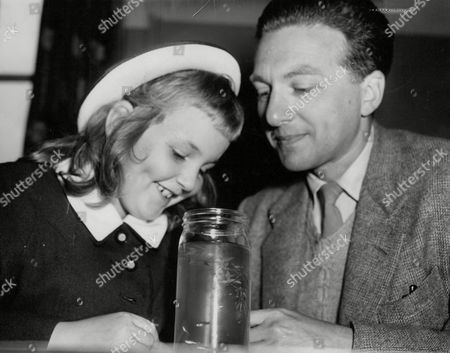 Panda Feinberg Daughter Of Actress Patricia Jessel With Her Scientist Father Dr George Feinberg. Box 666 302021648 A.jpg.