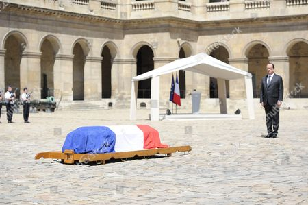 French president Francois Hollande during a solemn and national tribute ceremony for Former Prime Minister Michel Rocard at the Hotel des Invalides in Paris