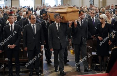 Sylvie Rocard (R), widow of Michel Rocard, French President Francois Hollande (2ndL) and Prime Minister Manuel Valls (L) look at pallbearers carrying the coffin