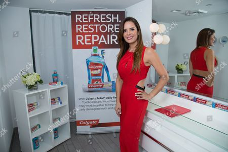 Dentist Karent Sierra at the Simplemente Saludable event from Colgate Total that empowers Latinas to renew their lifestyle with a focus on well-being, physical and oral health