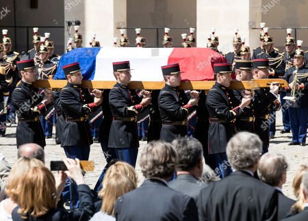 French soldiers carry the coffin