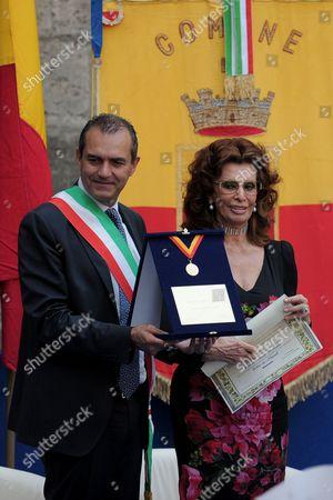 Sophia Loren, Luigi de Magistris