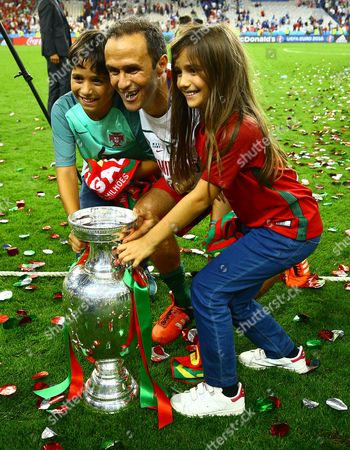 Ricardo Carvalho of Portugal and his children celebrate with the trophy during the UEFA Euro 2016 Final match between Portugal and France played at the Stade de France, Paris, France on July 10th 2016