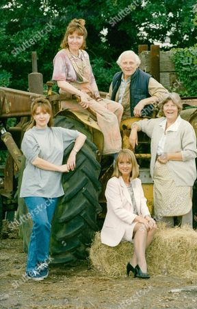 Television Programme: Sitting Pretty. L-r: Alison Lomas Heather Tobias Diane Bull John Cater And Vilma Hollingberry. Box 663 127011629 A.jpg.