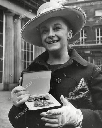 Zoe Caldwell Australian Actress After Receiving The O.b.e. At Buckingham Palace. Box 664 728011622 A.jpg.