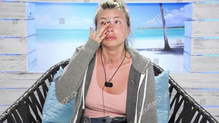 Olivia Buckland cries about Rykard Jenkins