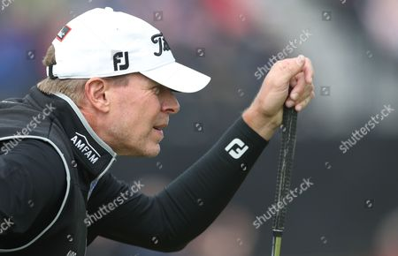 Steven Stricker of the US looks at his putt on the 8th green during the second round
