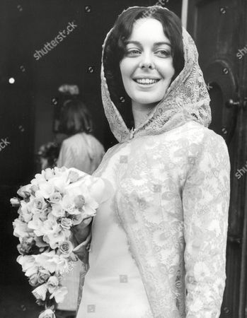 Actress Eileen Nicholas Before Her Marriage To Paul Shelley At A Church In Kew. Box 674 724031640 A.jpg.