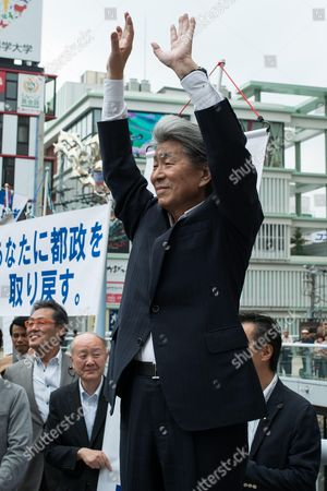Journalist Shuntaro Torigoe, a major candidate for Tokyo greets people as he kicks off his campaign for the July 31 Tokyo gubernatorial election in front of Kita-Senju station