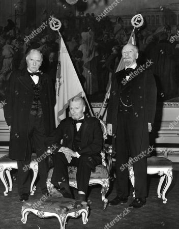 Sir Ralph Richardson Lord Olivier And Sir John Gielgud (l-r) Filming Television Programme 'wagner' Box 672 101503164 A.jpg.