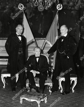Sir Ralph Richardson Lord Olivier And Sir John Gielgud (l-r) Filming Television Programme 'wagner' Box 672 101503166 A.jpg.