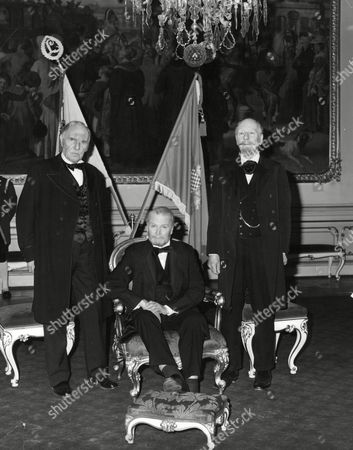 Sir Ralph Richardson Lord Olivier And Sir John Gielgud (l-r) Filming Television Programme 'wagner' Box 672 101503167 A.jpg.