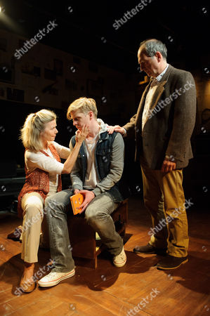 Glynis Barber (Nancy Holthouse), Gerard McCarthy (David Holthouse), Geoffrey Towers (Robert Holthouse)