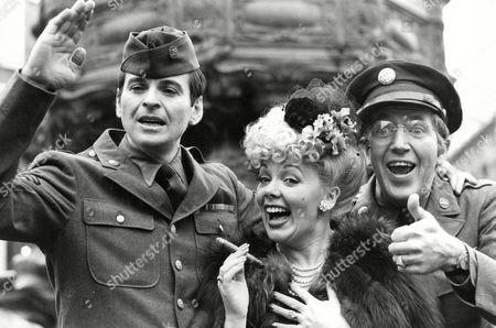 Stock Photo of Television Programme: Yanks Go Home. (l-r) Stuart Damon Meg Johnson And Bruce Boa. Box 674 224031638 A.jpg.