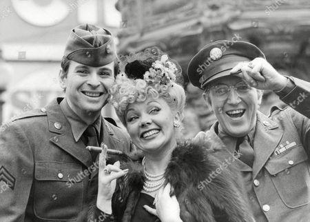 Stock Picture of Television Programme: Yanks Go Home. (l-r) Stuart Damon Meg Johnson And Bruce Boa. Box 674 224031642 A.jpg.