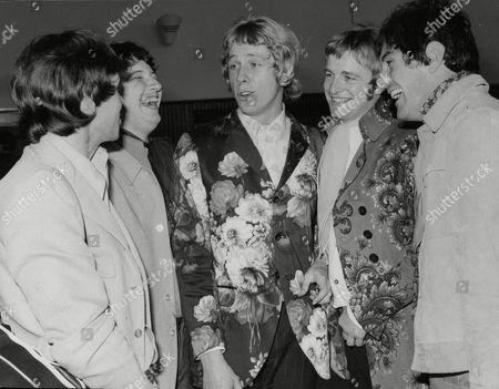 Pop Group 'the Loot'. Lead Singer Chris Bates (centre). Box 674 324031643 A.jpg.