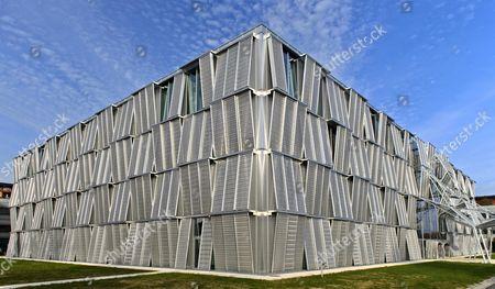 Building ME, architect Dominique Perrault, federal technical university of Lausanne, Ecole polytechnique federale de Lausanne, EPFL, Lausanne, Switzerland