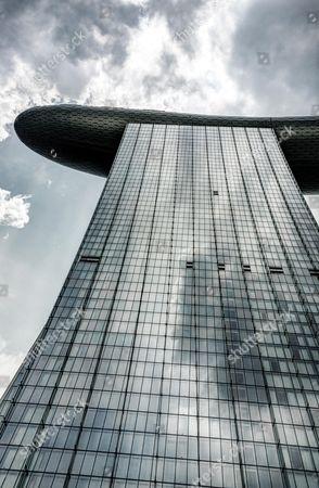 Futuristic Marina Bay Sands Hotel by architect Moshe Safdie, Marina Bay, Downtown Core, Singapore