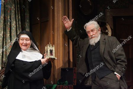 Patricia Routledge and Roy Dotrice