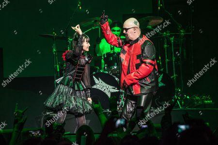 BABYMETAL - Rob Halford of Judas Priest and Yui Mizuno