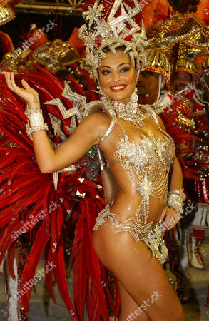 Juliana Paes, queen of the samba school Unidos do Viradouro, parades at Rio Carnival 2006.
