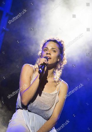 Anoushka Lucas as Mary