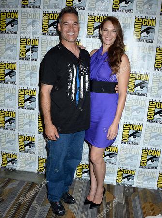 Amanda Righetti and Adrian Pasdar