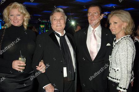 Jill Vandenberg, Tony Curtis, Roger Moore and Christina 'Kiki' Tholstrup