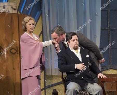 Susanna Hurrell as Rosalinde, Gavan Ring as Falke, Ben Johnson as von Eisenstein,