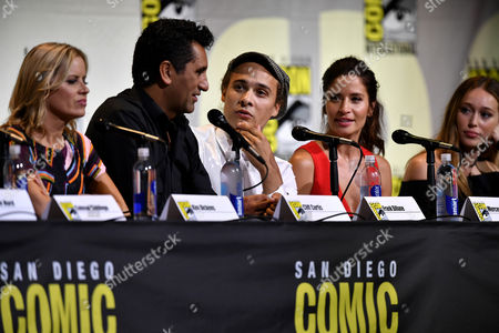 Kim Dickens, Cliff Curtis, Frank Dillane, Mercedes Masohn and Alycia Debnam Carey