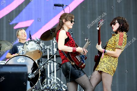Mary Timony, Betsy Wright and Laura Harris from Ex Hex preform on the main stage