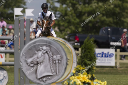 Jay Hayes rides Riva (185) at the $35,000 Open
